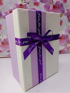 Подарочная коробочка прямоугольная сиреневая с бежевой крышкой с  бантом
