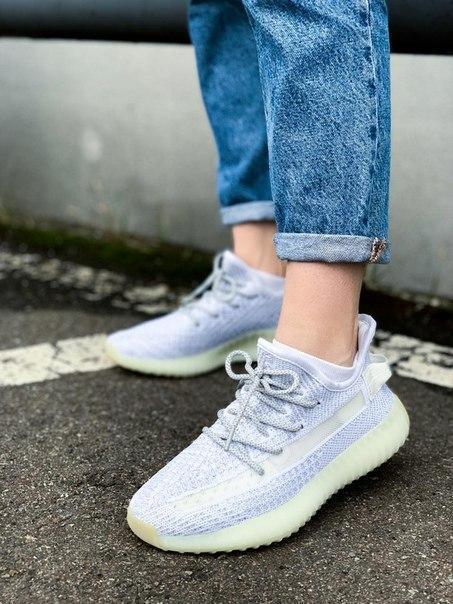 Текстильные женские кроссовки Adidas Yeezy Boost 350 V2 Silver Static