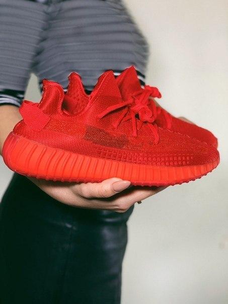 Червоні кросівки Adidas Yeezy Boost 350