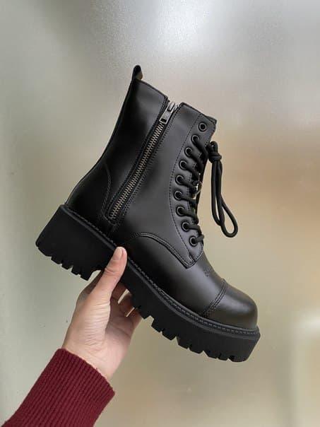 Жіночі черевики Balenciaga на хутрі