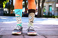 Високі молодіжні шкарпетки – гармонійне поєднання краси і екстравагантності
