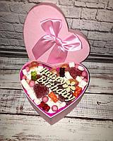Подарок с зефиром и желейными конфетами в коробке сердце