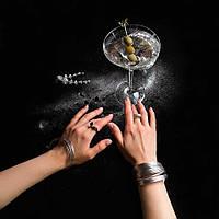 Серебряное коктейльное кольцо — акцент образа для вечеринки