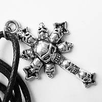 """Кулон """"Крест из черепов"""" на шнурке."""