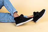 Лоферы женские замшевые черные с опушкой на светлой подошве, фото 5