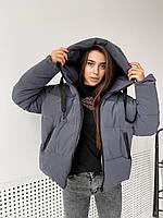 Женская куртка асимметричная короткая из плащевки с напылением и капюшоном (р. 42-46) 84mku575, фото 1