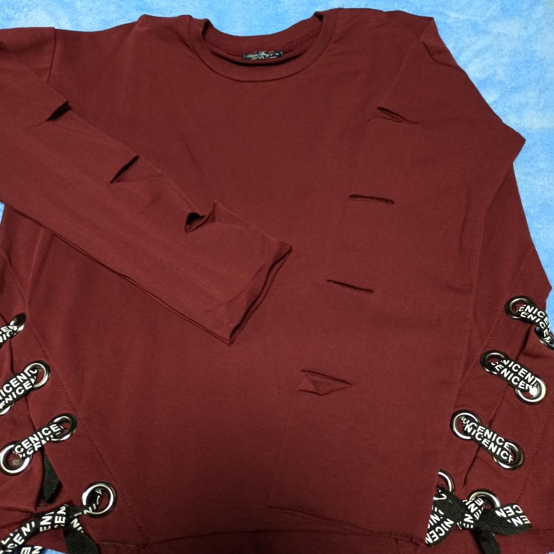 Худи модное нарядное оригинальное красивое укороченное бордового цвета с разрезами на рукаве.