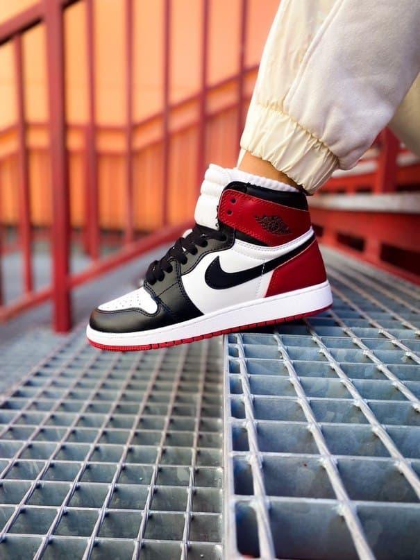 Чоловічі кросівки Air Jordan Retro 1 Black Red White