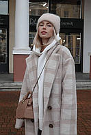 Демисезонное женское пальто в клетку