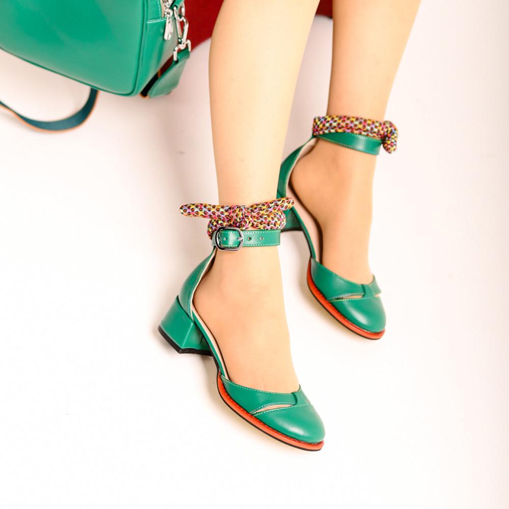 Туфли-деленки с текстильными завязками и союзкой из двух деталей, каблук 4см, цвет зеленый