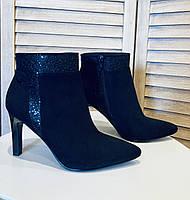 Ботинки на каблуке замшевые чёрные esprit