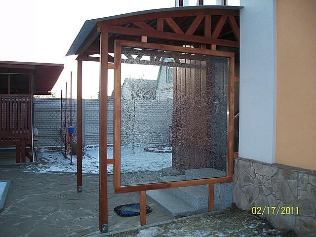 Вход в дом — деревянная конструкция