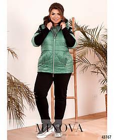 Практичный спортивный костюм-тройка с жилеткой, кофтой и брюками цвет зелёный, больших размеров от 50 до 64