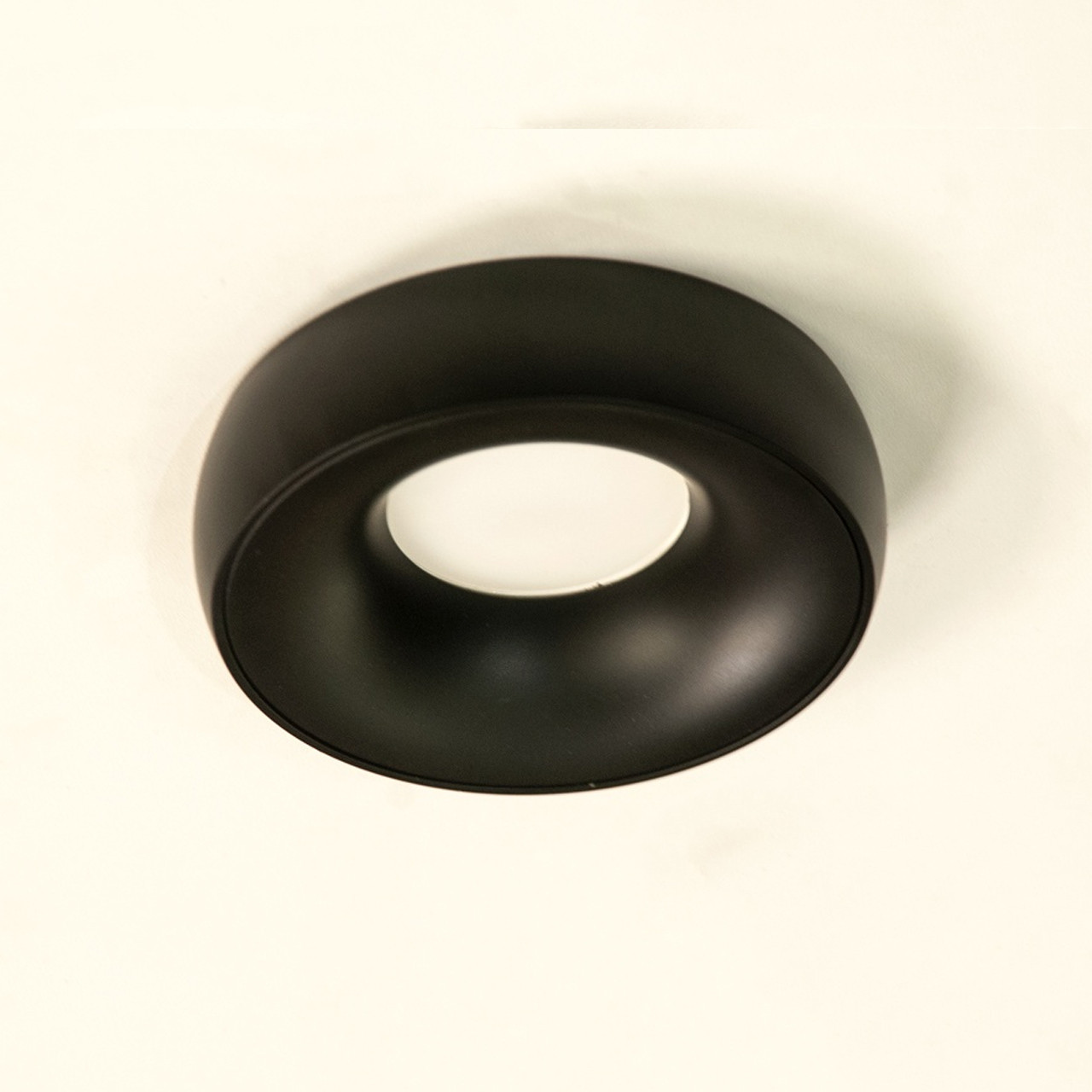 Декоративный точечный светильник из металла 10 см под лампу MR-16 (черный матовый цвет каркаса) D-29BK