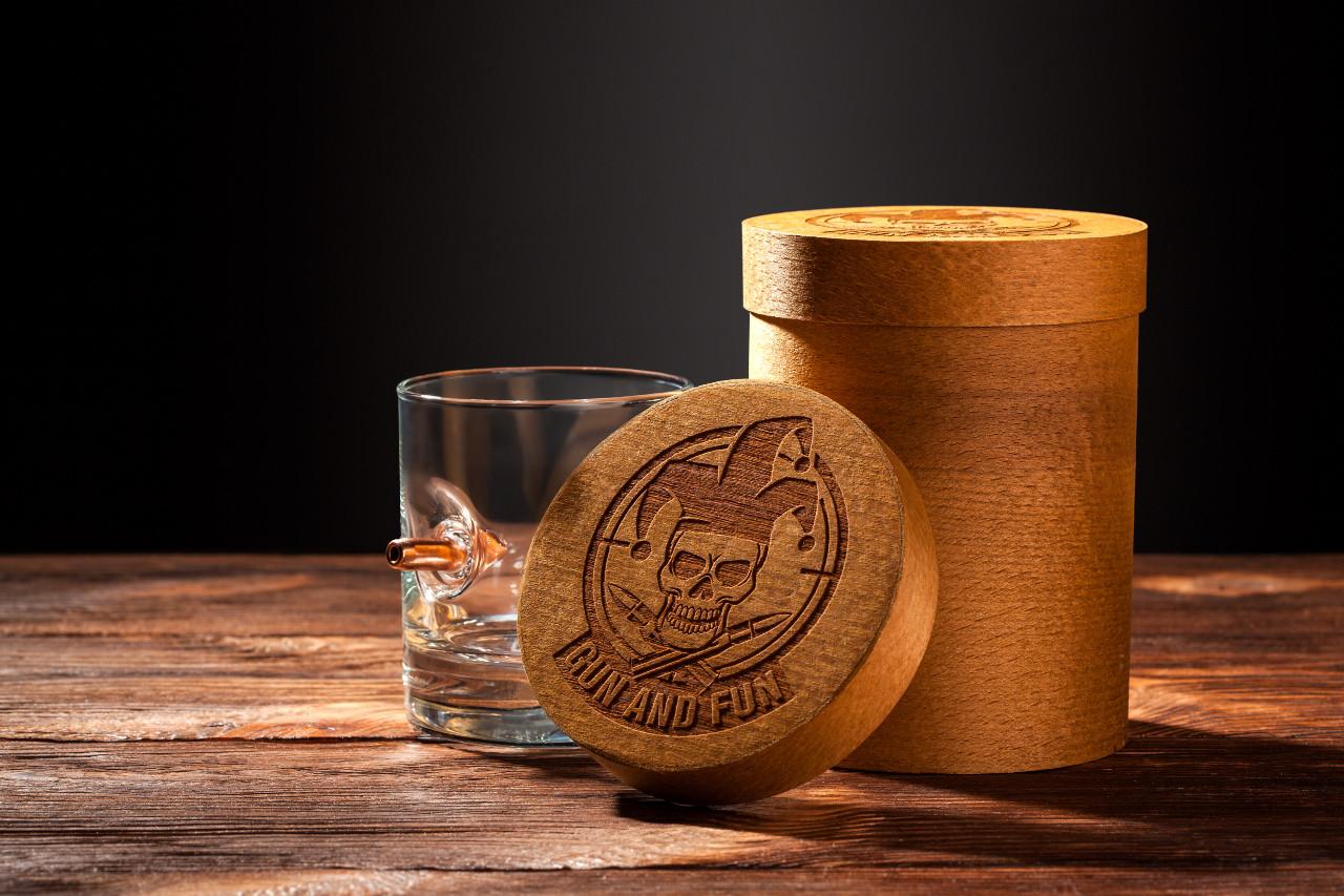 Стакан для виски с пулей 7.62мм, пуля в стакане