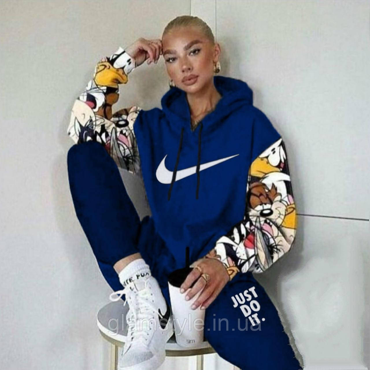Женский спортивный костюм комикс Nike