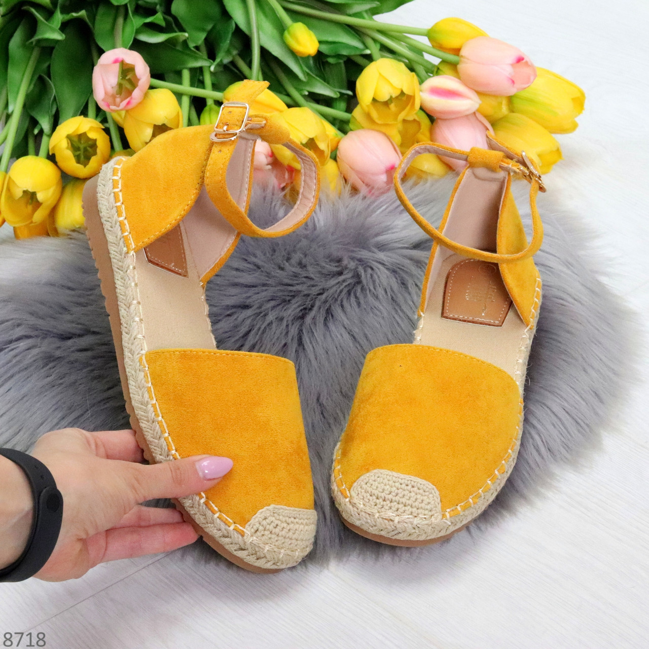 Актуальные солнечные желтые замшевые босоножки эспадрильи низкий ход