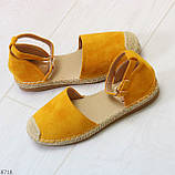 Актуальные солнечные желтые замшевые босоножки эспадрильи низкий ход, фото 6
