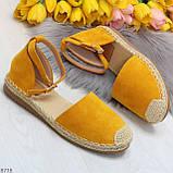 Актуальные солнечные желтые замшевые босоножки эспадрильи низкий ход, фото 10