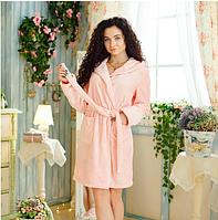 Женский короткий махровый розовый халат на запах с капюшоном
