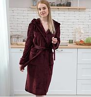 Женский махровый халат длинный с капюшоном на запах бордо