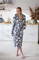 Женский махровый халат с капюшоном длинный с поясом серый со звездами