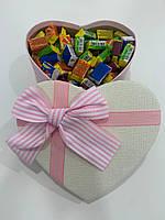 Жвачки Love is... в подарочной упаковке 150 шт бело-розовая коробочка