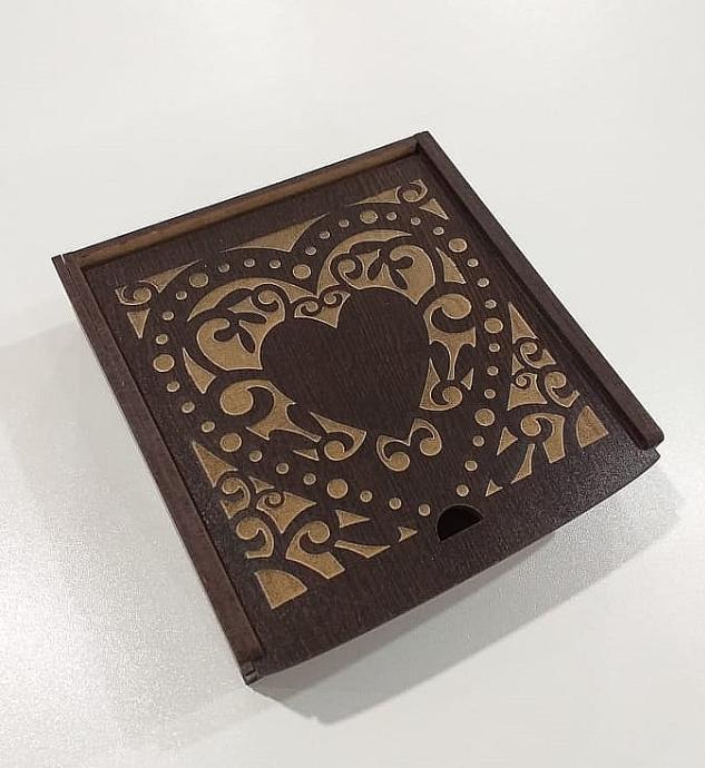 """Подарочная коробка """"Сердечко"""" Karmen венге"""
