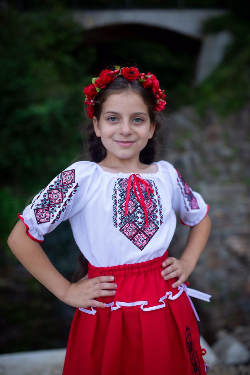 Український вишитий костюм для дівчинки на короткий рукав