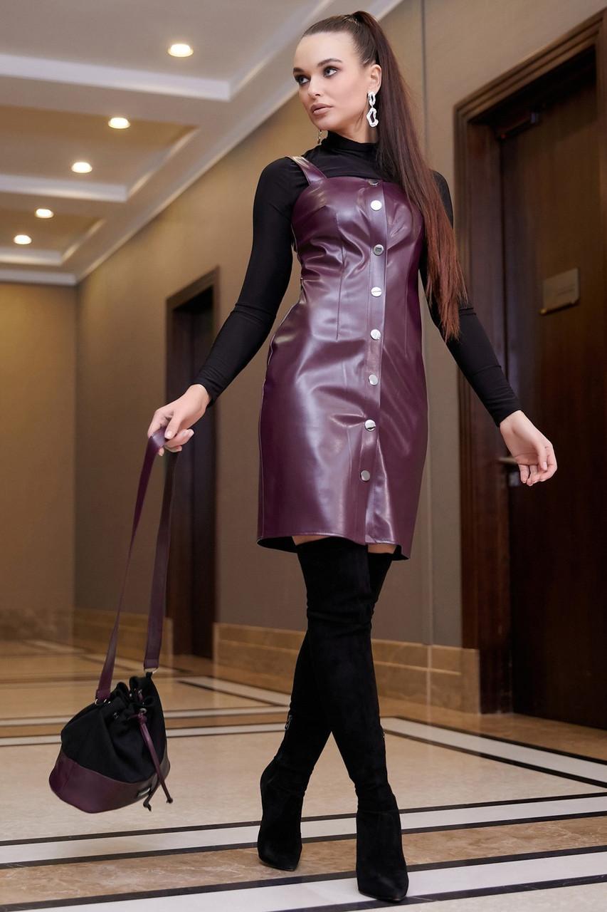 Приталене плаття-сарафан на кнопках з еко-шкіри, колір: марсала