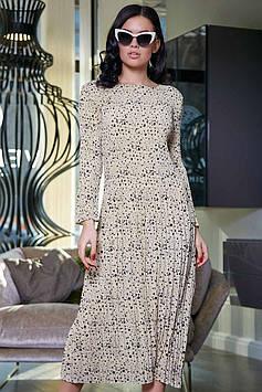 Свободное платье миди с длинным рукавом из молочного креп-шифона в крупный и мелкий горох
