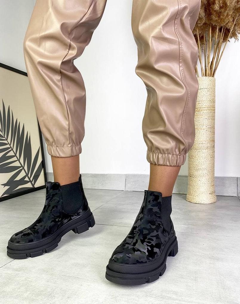 Женские демисезонные ботинки Челси на тракторной подошве