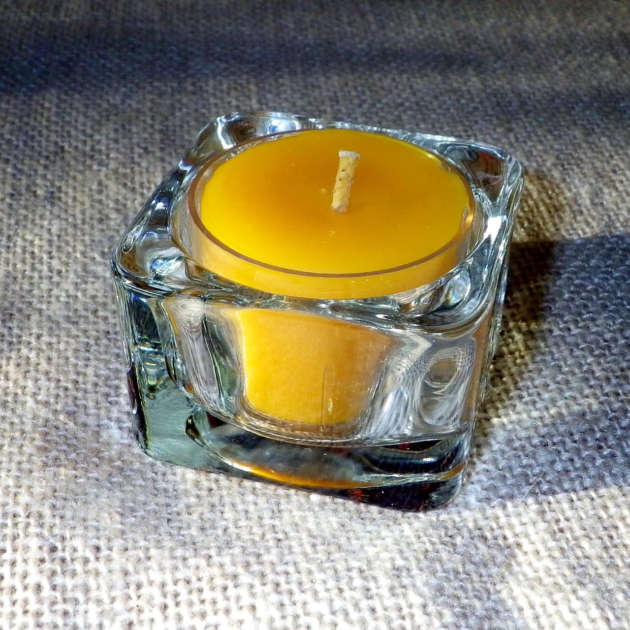 Квадратный стеклянный подсвечник в комплекте с прозрачной восковой чайной свечой