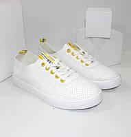 Женские кеды белого цвета с желтым акцентом