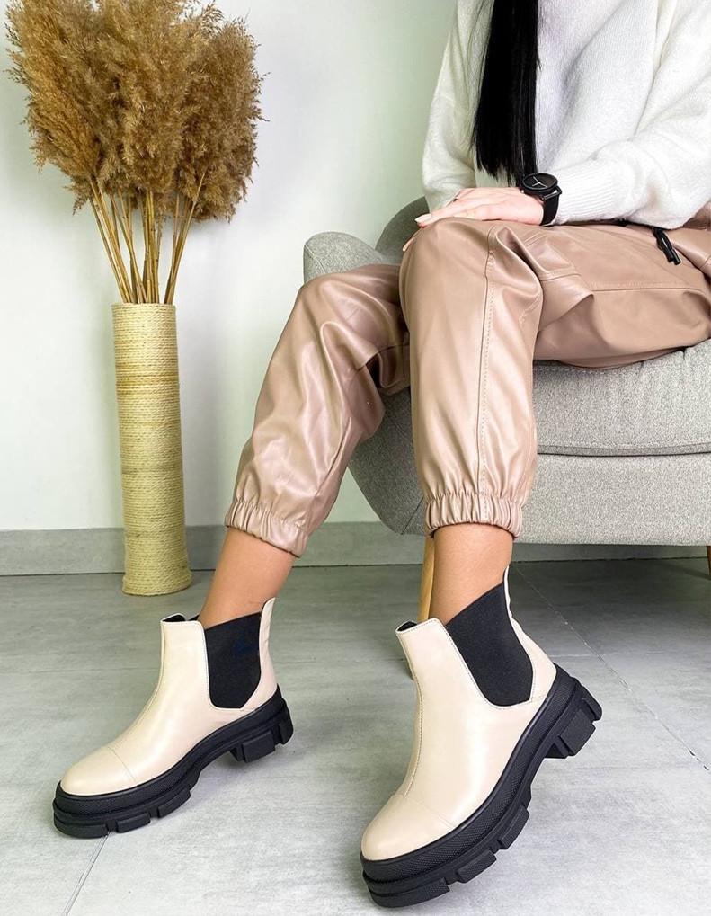 Женские ботинки Челси бежевая кожа на тракторной подошве демисезонные