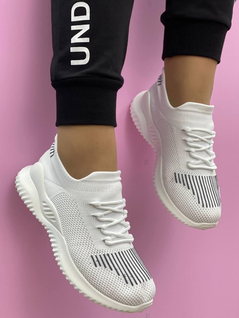 Кросівки жіночі 8 пар в ящику бежевого кольору 36-41