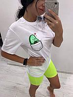 Женская белая футболка с авокадо