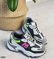 Яскраві різнокольорові кросівки