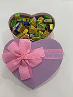 Жвачки Love is... в подарочной упаковке 100 шт фиолетово-розовая коробочка