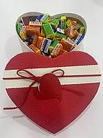 Жвачки Love is... в подарочной упаковке 150 шт красно-белая коробочка