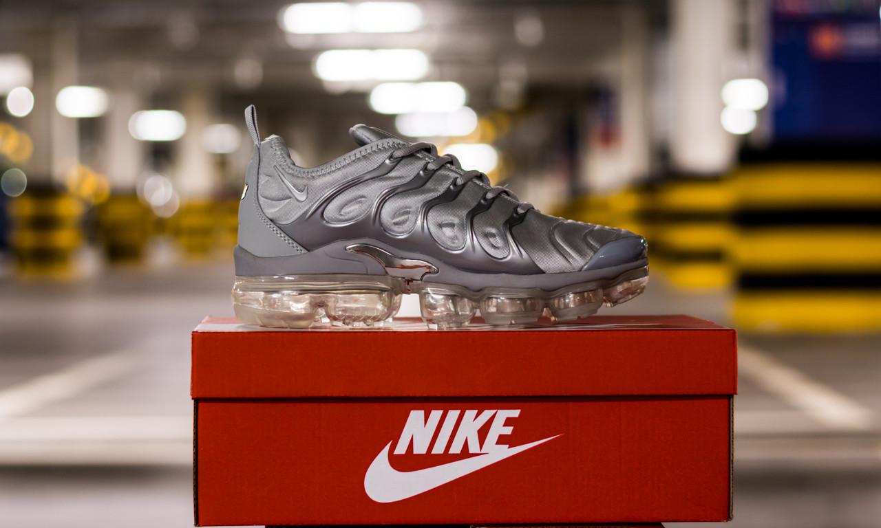 Кросівки чоловічі Nike Air VaporMax Plus Wolf Grey Найк Аір ВапорМакс Сірі