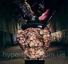 Мужской зимний пуховик с капюшоном The North Face Supreme с листьями