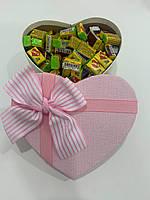 Жвачки Love is... в подарочной упаковке 150 шт розово-белая коробочка
