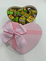 Жвачки Love is... в подарочной упаковке 200 шт розово-белая коробочка