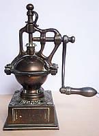 Старинная ручная кофемолка (декоративна, нерабочая)