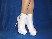 Женские ботинки белые на платформе шпилька размер 37