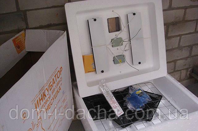 Инкубатор Несушка -63/220/12В  (аналоговый)
