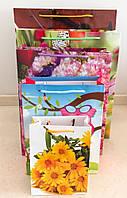Пакеты подарочные бумажные ламинированные (цветы) средние 18*24*7 cм