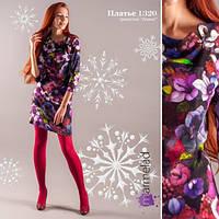 Яркое женское платье с интересным цветочным принтом.