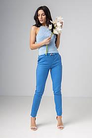 Женские классические прямые брюки в сером и голубом цвете в размерах: S, M, L, XL.